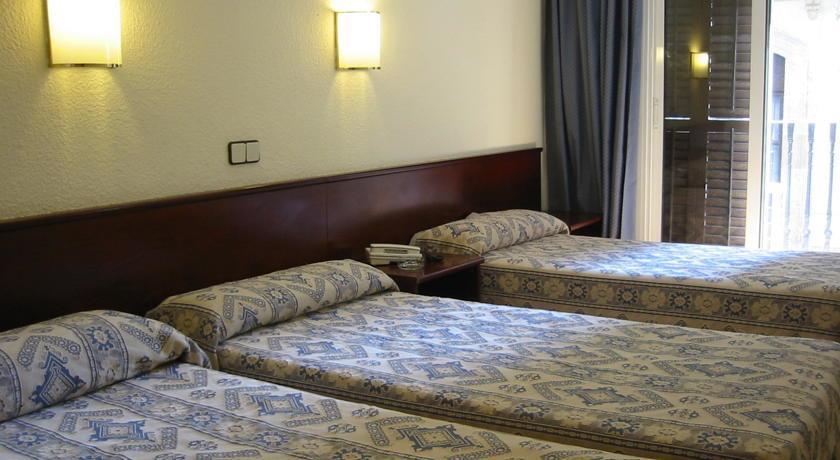Hotel comercio barcelona barcellona offerte in corso for Offerte hotel barcellona