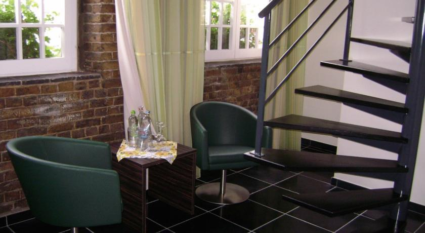 Bed breakfast the old house veurne compare deals for Classic house day bed