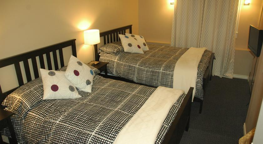 douglas house bed and breakfast vancouver compare deals. Black Bedroom Furniture Sets. Home Design Ideas
