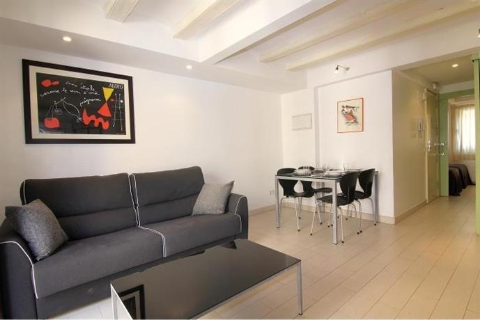Classbedroom apartments ii barcelona compare deals for Booking barcelona oficinas