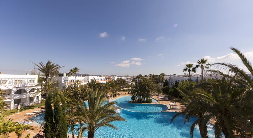 Hotel club cala d 39 or gardens santanyi compare deals for Cala egos piscina natural