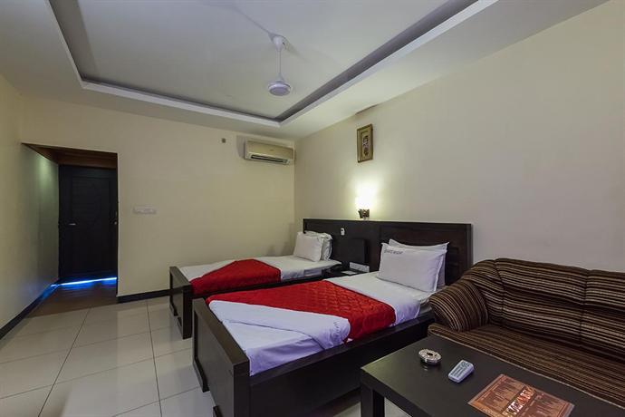 Seagate hotel velankanni compare deals for Hotels in velankanni with swimming pool