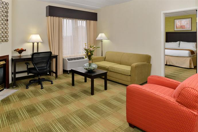 Hotel Rooms With Jacuzzi Indianapolis Indiana