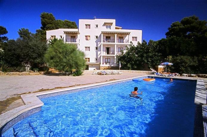 Apartamentos benet los pinares ibiza santa eularia des - Apartamentos santa eulalia ibiza ...