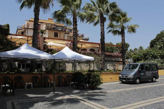 Hotel caesar palace giardini naxos compare deals - Hotel caesar palace giardini naxos ...