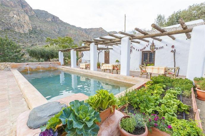 Hotel rural cortijo la alberca nijar compare deals for Piscinas almeria