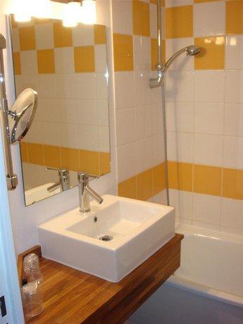 kyriad hotel lille est villeneuve d 39 ascq compare deals. Black Bedroom Furniture Sets. Home Design Ideas