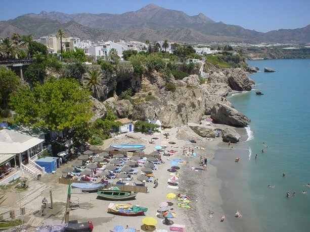 Pepe mesa nerja compare deals for Pepe mesa nerja