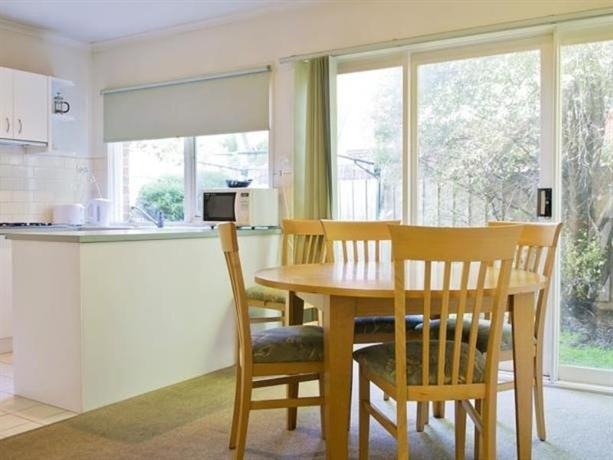 Lamplighter motel and apartments melbourne compare deals for Lamp lighter apartments