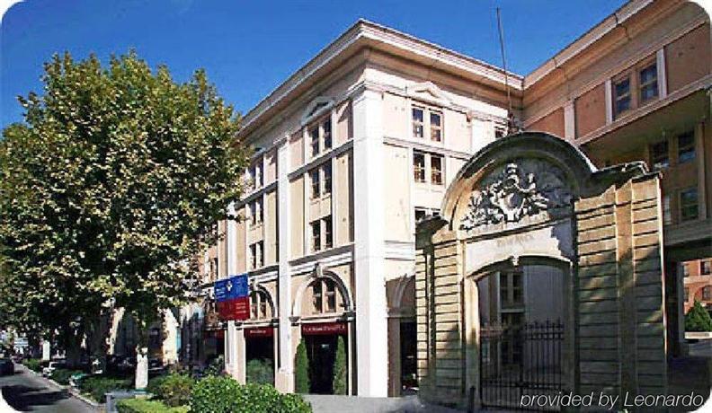 Appart 39 hotel odalys atrium aix en provence compare deals for Appart hotel aix en provence