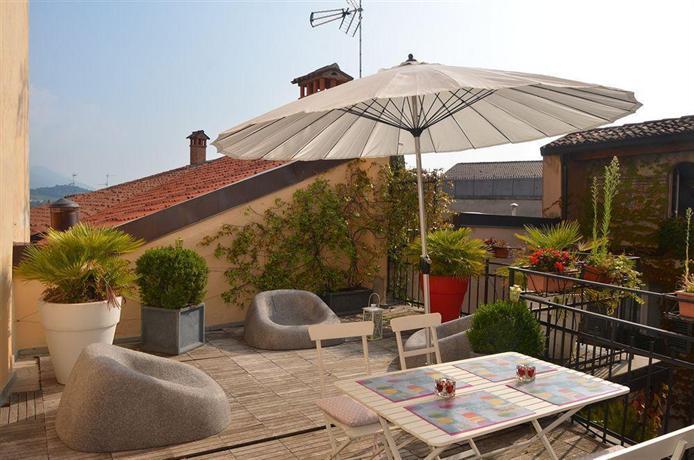 Casa vacanza fontana del delfino bergamo compare deals for Casa vacanza bergamo