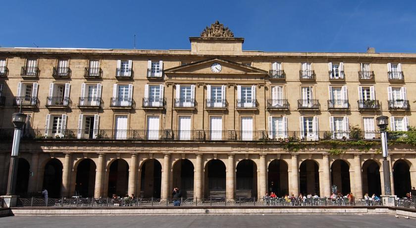 Bilbao jardines hotel akci k s vend gv lem nyek for Calle jardines bilbao
