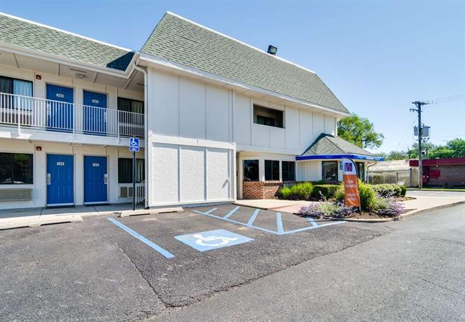 Motel 6 chicago o 39 hare schiller park compare deals for Motels in chicago