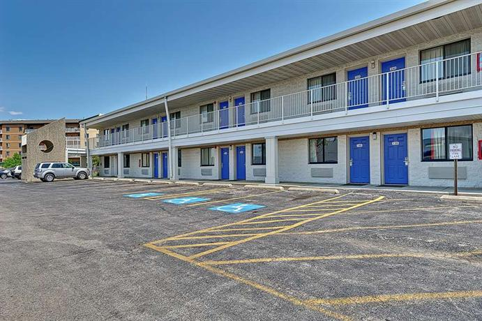 Motel 6 chicago west villa park illinois compare deals for Motels in chicago