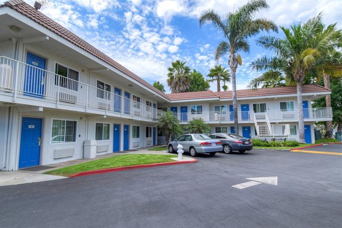Motel 6 costa mesa compare deals for Costa mesa motor inn