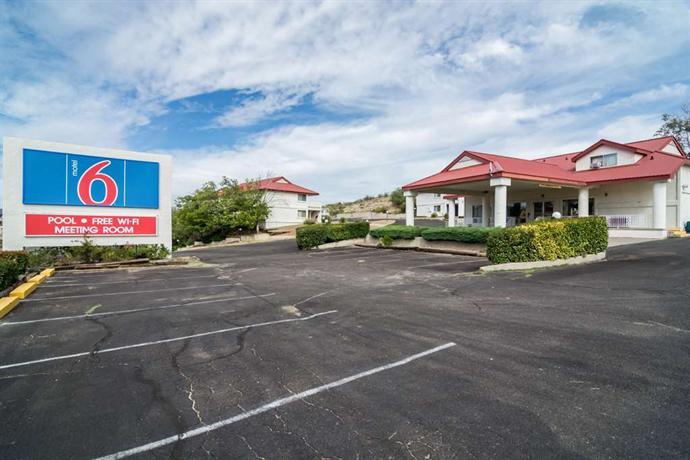 Motel 6 Globe Hotel
