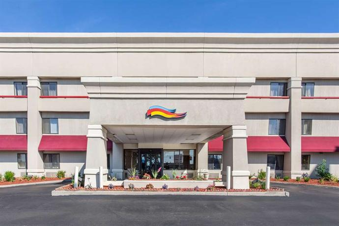 Baymont Inn and Suites Detroit/Roseville