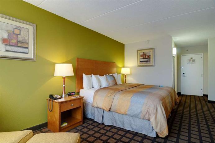 Best Western Plus Chicago Hillside Hotel