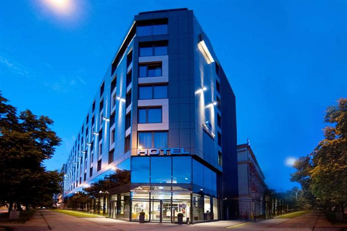 Q hotel plus wroclaw compare deals for Hotels wroclaw