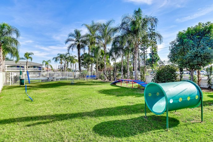 Motel 6 garden grove compare deals for Garden grove pool service