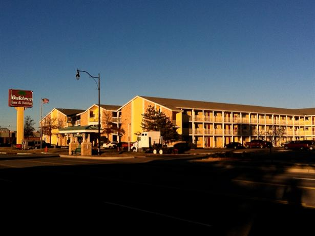 Oaktree Inn & Suites