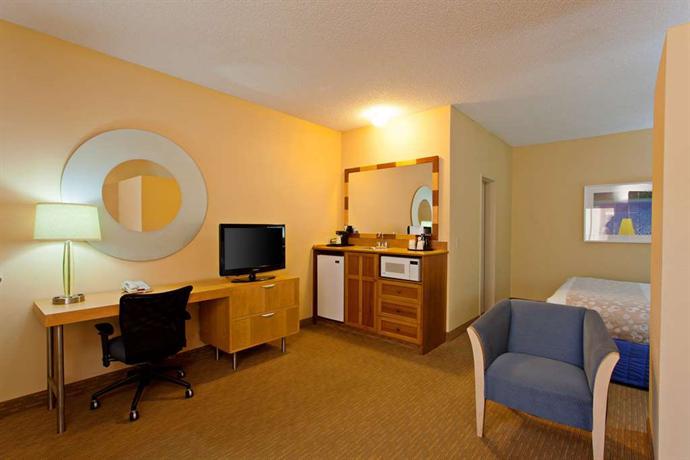 Inn suites orange county santa ana compare deals for 2721 hotel terrace santa ana ca