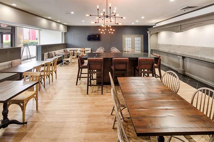 red lion hotel atlanta airport compare deals. Black Bedroom Furniture Sets. Home Design Ideas