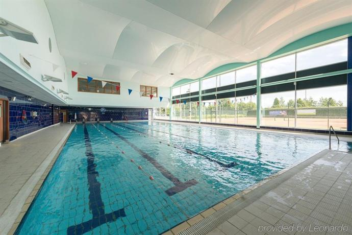 Crowne plaza liverpool john lennon airport compare deals - Hotels in liverpool with swimming pool ...