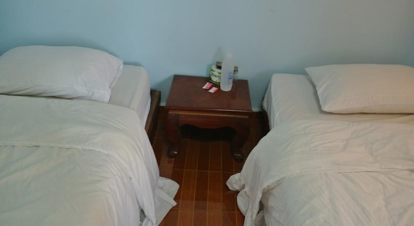 Khamthavee guesthouse vang vieng compare deals for Domon guesthouse vang vieng