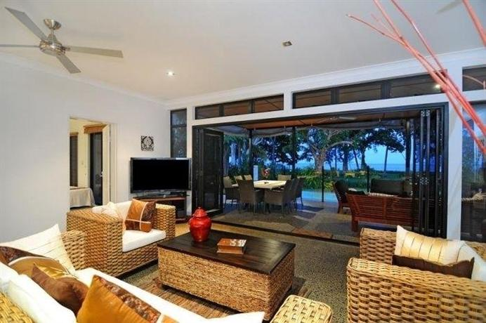 Bramston Beach Luxury Holiday House