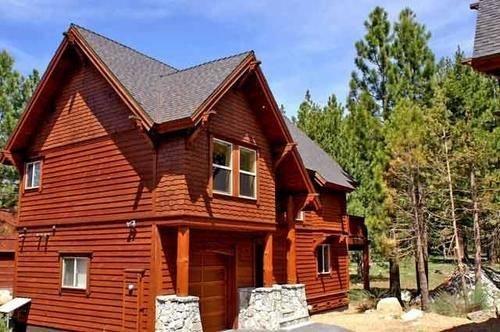 RedAwning Trailside Villa