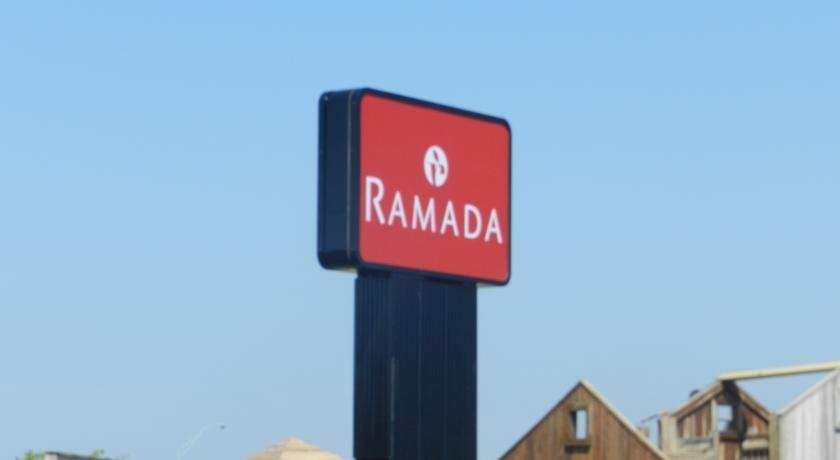 Ramada Williamsburg and Wasserbahn Waterpark