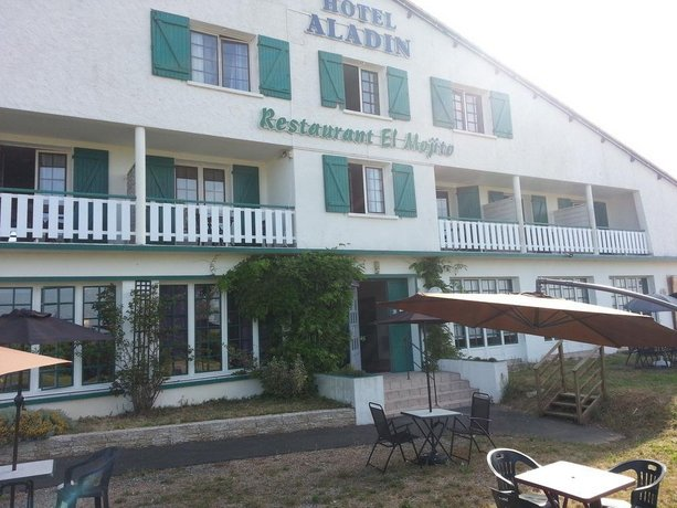 Hotel aladin niort saint remy compare deals for Hotels niort