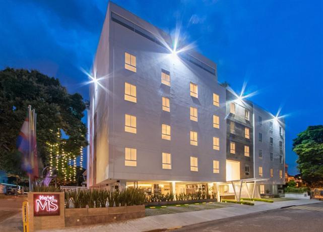 Hotel ms ciudad jardin cali compare deals for Bares ciudad jardin cali