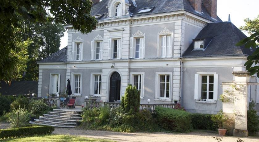 Chateau de la chaise saint georges sur cher compare deals for Chateau de la chaise