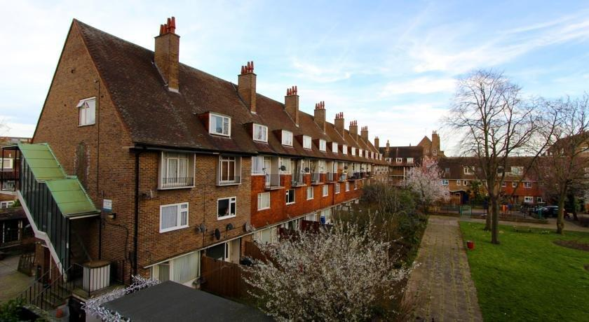 Funky kennington london compare deals for Funky house london