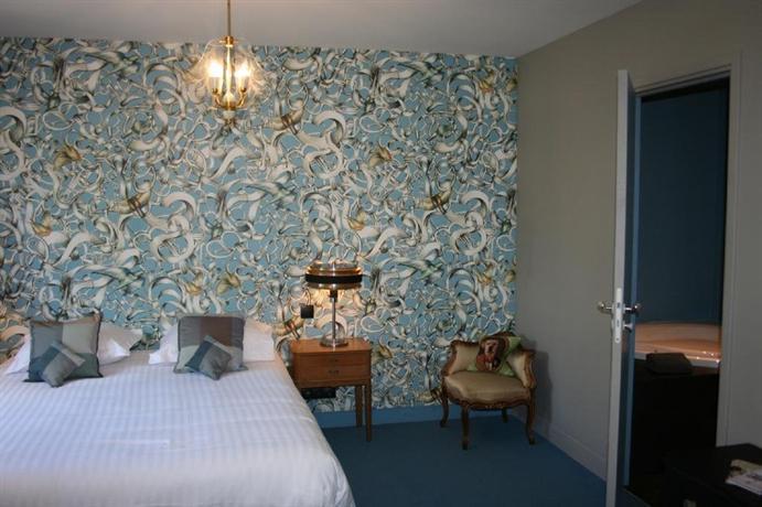 les biches barbizon comparez les offres. Black Bedroom Furniture Sets. Home Design Ideas