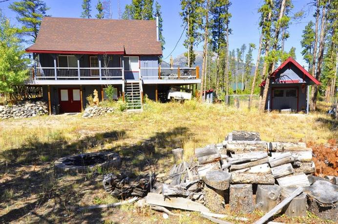Cabin in the woods by colorado rocky mountain resorts for Cabins in frisco colorado