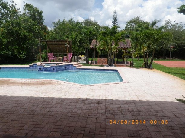 Beautiful Ranch House in Plantation
