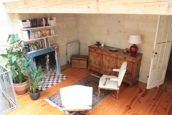 la maison des vignes bordeaux compare deals. Black Bedroom Furniture Sets. Home Design Ideas