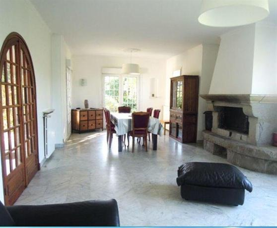 b b la maison de lea tregastel compare deals. Black Bedroom Furniture Sets. Home Design Ideas