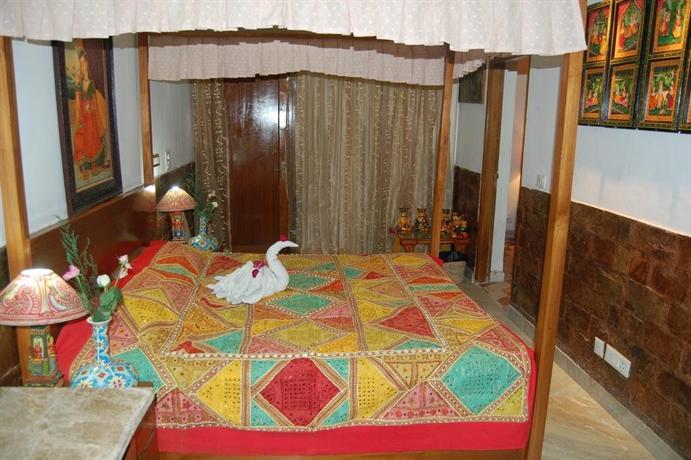 Inn at delhi new delhi compare deals for Decor international delhi