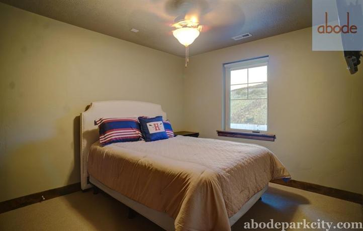 RedAwning Abode at Mountain Haus