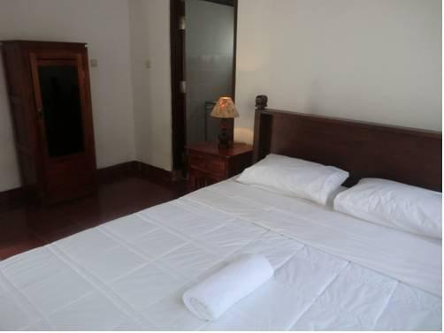 desk for small bedroom soni guest house ubud compare deals 15152
