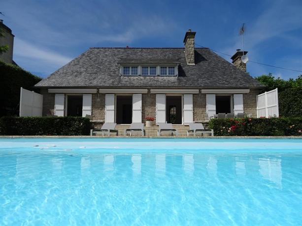 St malo villa de luxe avec piscine chauffee saint malo for Camping saint malo avec piscine