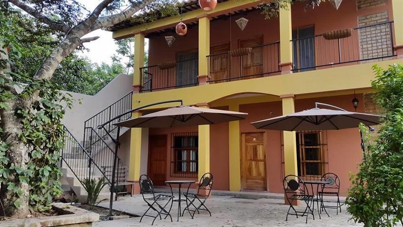 Jardin cafe hostal restaurant gracias compare deals for Hostal jardin