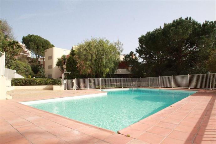 Studio residence piscine 2 p for Piscine jean medecin