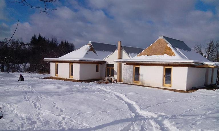 Casa Din Pamant Hunedoara Compare Deals