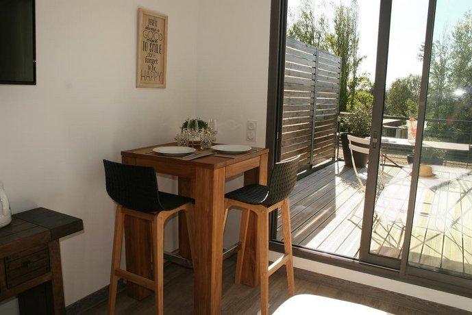 sejour et affaire studio dolce vita aix en provence compare deals. Black Bedroom Furniture Sets. Home Design Ideas