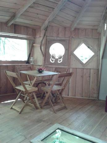 cabanes du bois clair. Black Bedroom Furniture Sets. Home Design Ideas